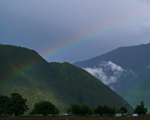 Rainbow on the way to Basomtso